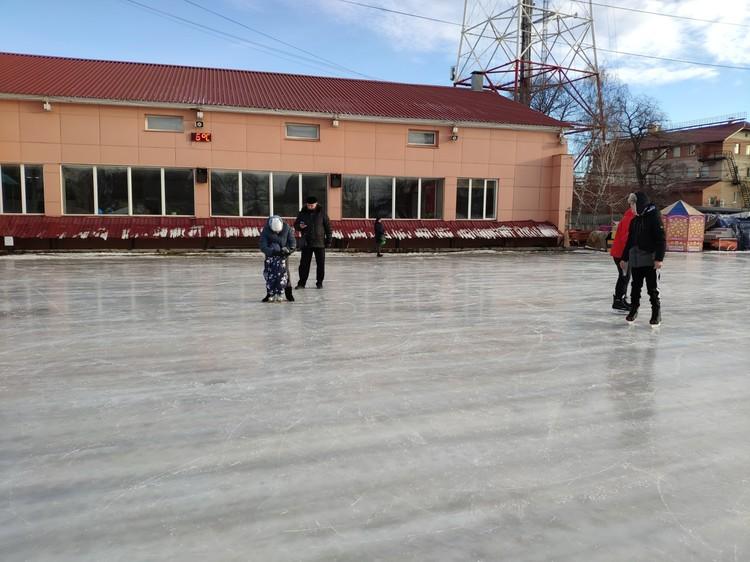 Не думайте, что на коньках катаются только дети