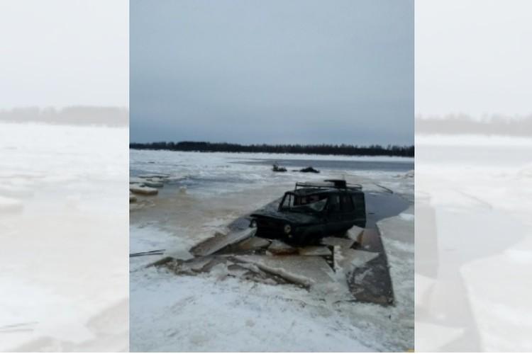 Утонувший УАЗ показался из полыньи. Фото: краевая служба спасения