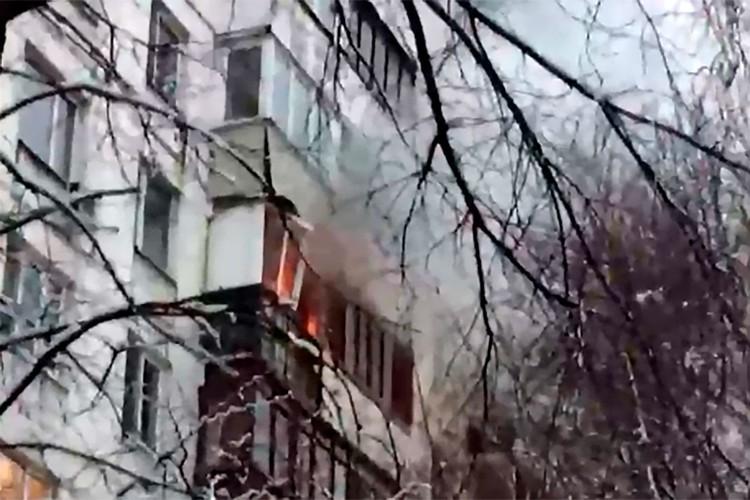 Все спасенные находились в квартире на верхнем этаже.