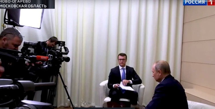 В рамках интервью президент России рассказал детали переговоров по заявлению по Карабаху.Фото: кадр из видео