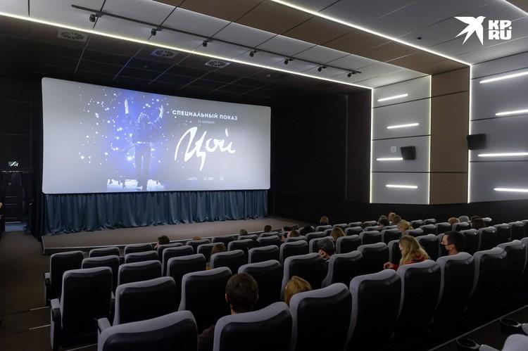 В Петербурге в кинотеатрах введены ограничения на посещения - до 50 процентов от заполняемости залов.
