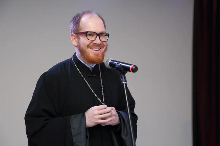 Священник Михаил Проходцев. Фото: Дмитрий Песочинский.