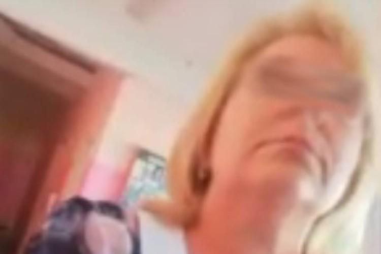Женщина кричала на подростка и припоминала ему какой-то конфликт