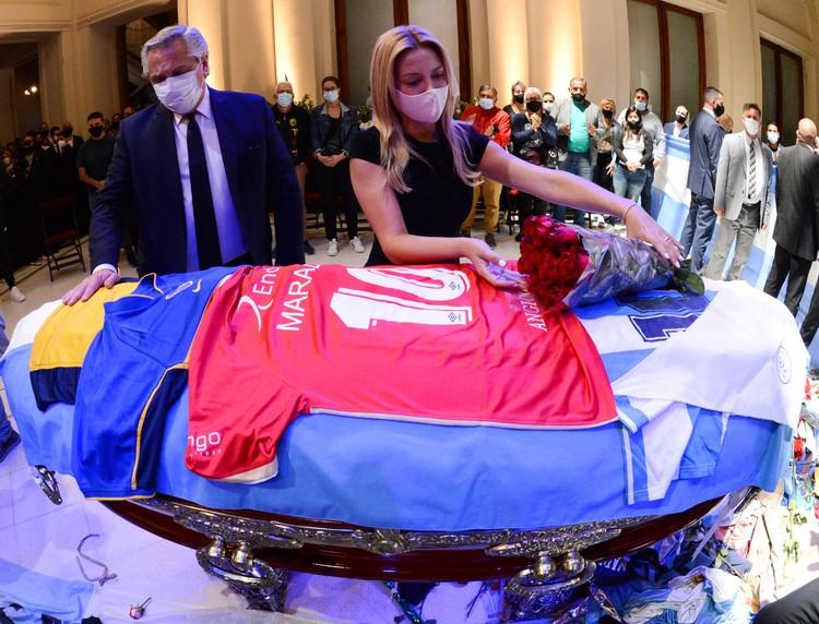 Бывшего игрока и тренера сборной Аргентины похоронят на кладбище в городке Белла-Виста