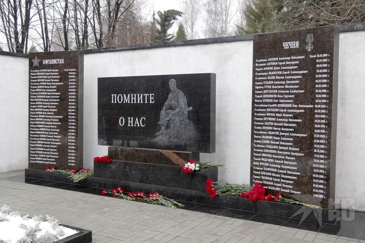 Эскиз мемориала утверждали сами матери погибших бойцов.