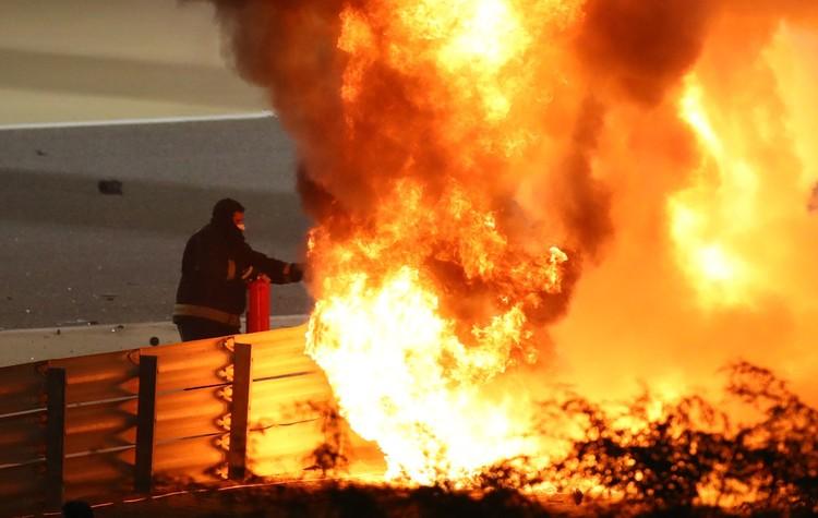 Жар от пламени был таким сильным, что оплавился визор шлема.