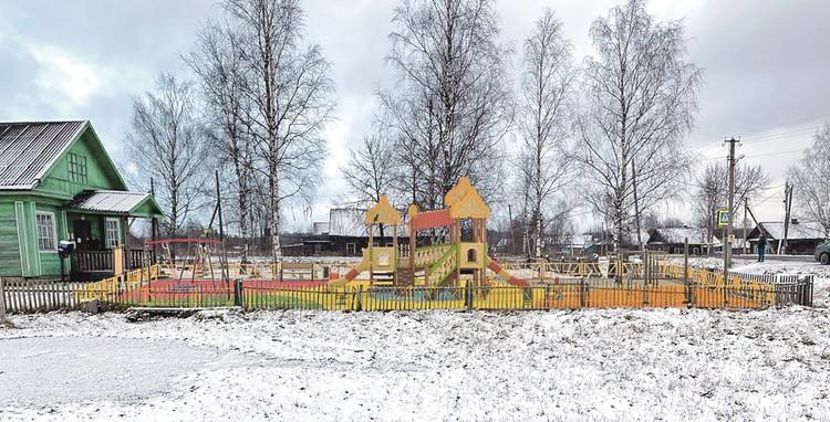 Московский бизнесмен, узнав про «мэра-уборщицу», подарил детскую площадку. Вот так скоро будет в Повалихине. Фото: Администрация Повалихинского сельского поселения