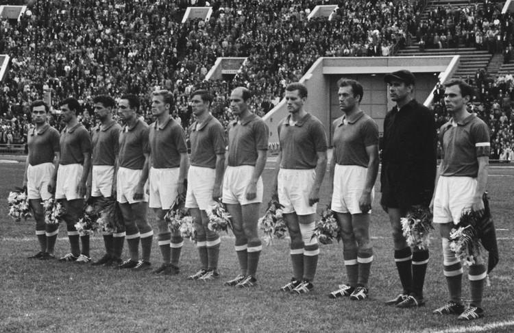 Игроки сборной команды СССР по футболу в 1960 году. Фото: Мастюков Валентин/ТАСС