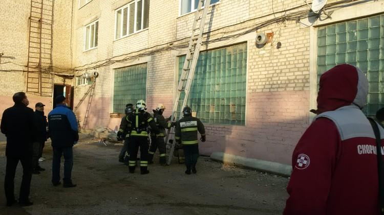 Людей эвакуировали с третьего этажа
