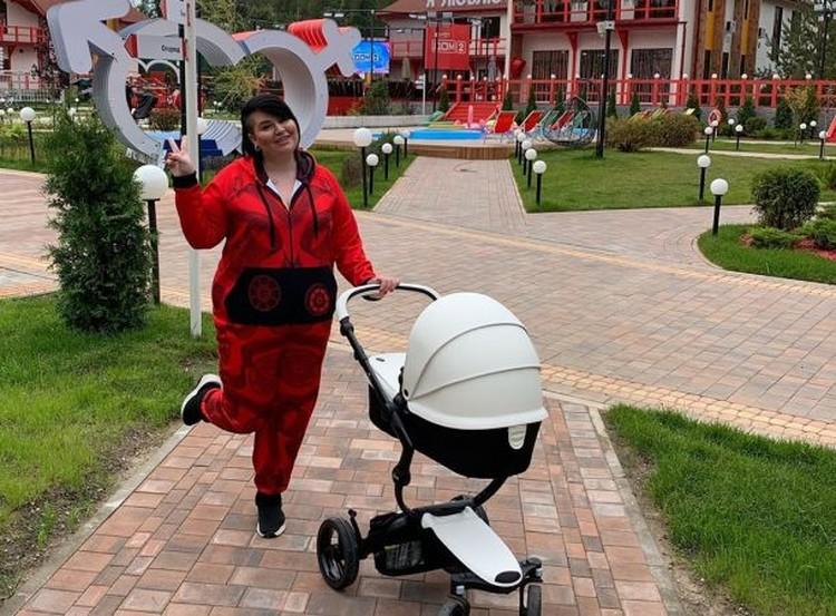 Саша Черно — новая звезда «Дома-2». Теперь молодая мама планирует собственное реалити-шоу у себя в инстаграме.