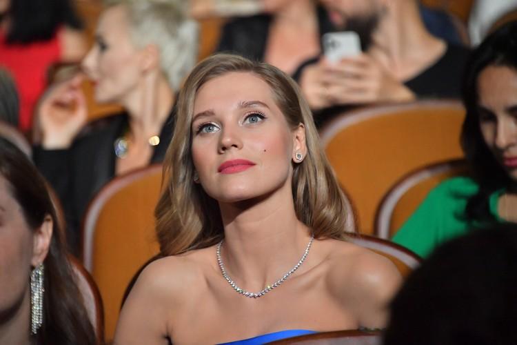 Кристина Асмус, чей развод с Гариком Харламовым стал одним из главных событий в шоу-бизнесе, не платит за авто последние два года