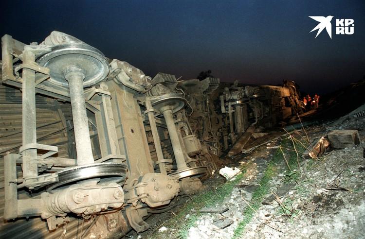 На работах по ликвидации последствий крушения товарного поезда в Московской области в 1993, повлекшего и гибель людей