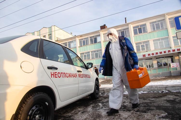 Десять автомобилей неотложки были предоставлены медучреждениям Челябинской области.
