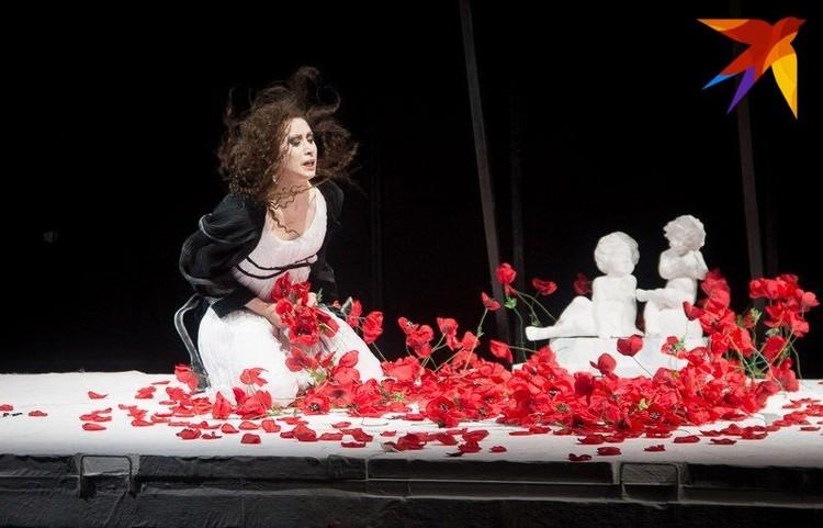 Актриса признается, что в финале спектакля «Сіндром Медэі» с трудом заставляет себя выйти на поклон.