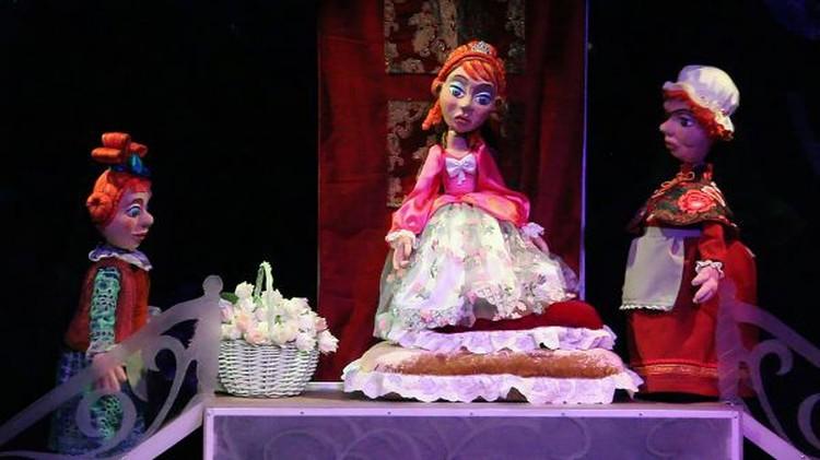 Театр кукол «Сказ» приглашает зрителей на постановку сказки «Двенадцать месяцев». Фото: Екатерина БАХАРЕВА