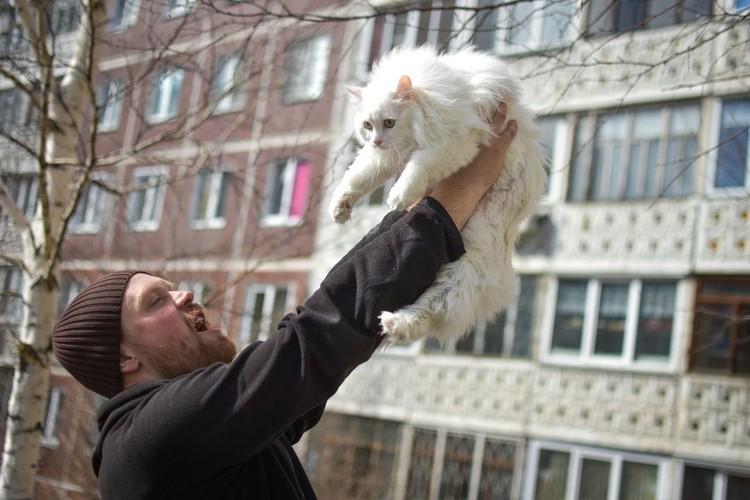 Юрий Кокорин спасал котов и енотов.