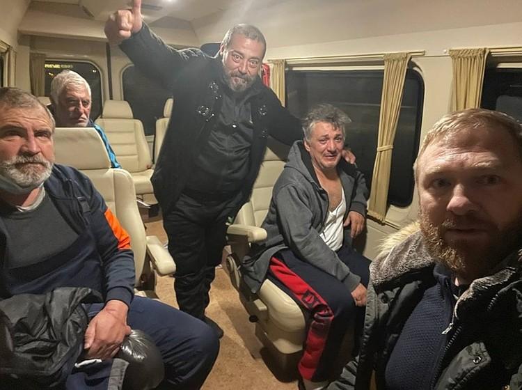 Освобожденные из плена российские моряки. Фото: Александр Малькевич