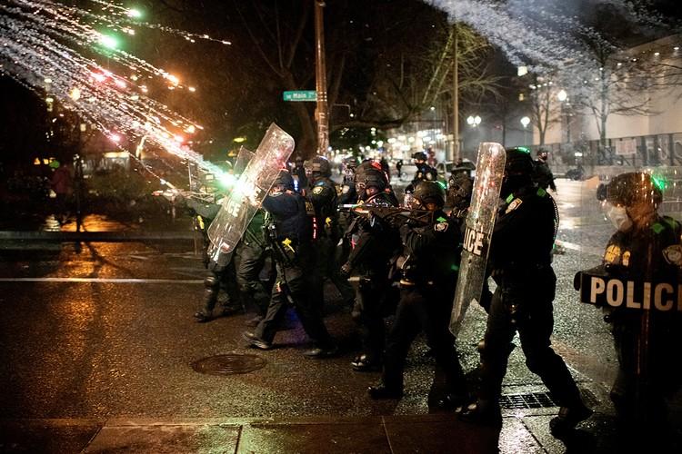 Америку в следующем году будет снова потряхивать. Продолжатся манифестации и акции протестов