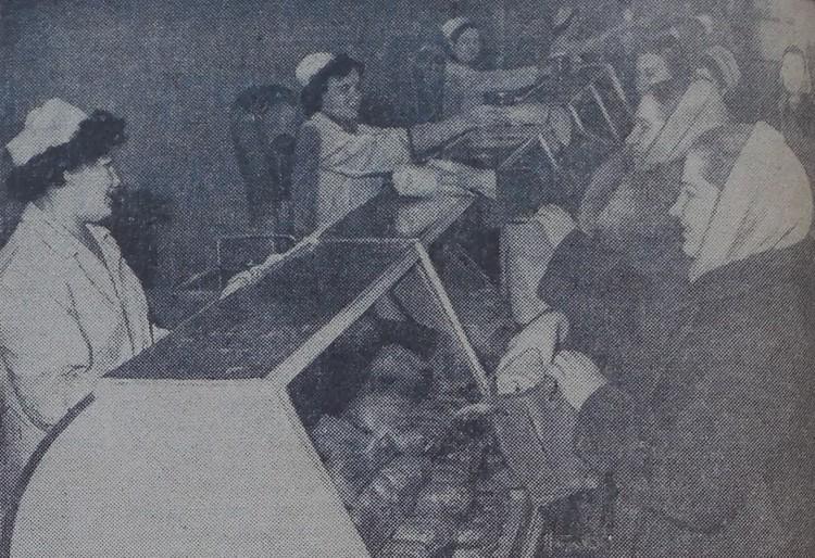 60 лет назад бойко, весело шла торговля по новым ценам за новые деньги в гастрономе № 8 на Сталинградском проспекте (ныне – проспект Мира).