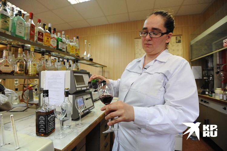 Проверить алкоголь на подлинность можно в специальной лаборатории