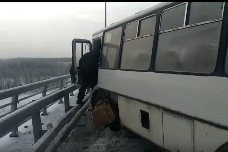 Водитель автобуса о последнего пытался уйти от столкновения.
