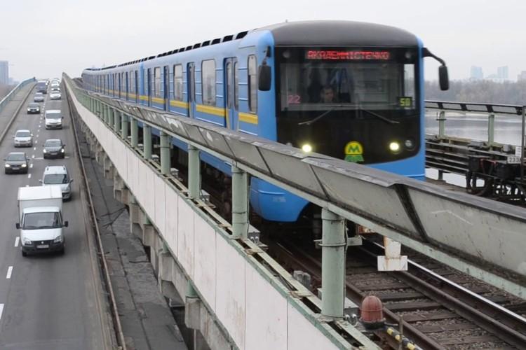 Так выглядит наземное метро в Киеве. Фото: кадр видео