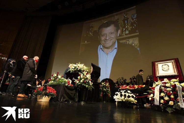 На экране можно увидеть трансляцию снимков Грачевского