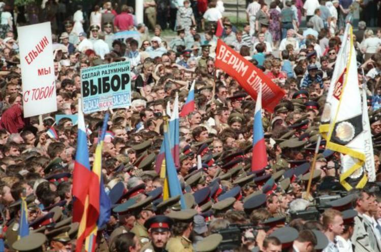 А ведь за полгода до выборов рейтинг президента составлял 3 - 6%. Фото: Александр ЧУМИЧЕВ/ТАСС