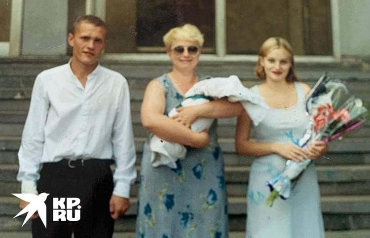 Отец Дани и Ильи встречает первенца из родильного дома. Но счастье было недолгим .