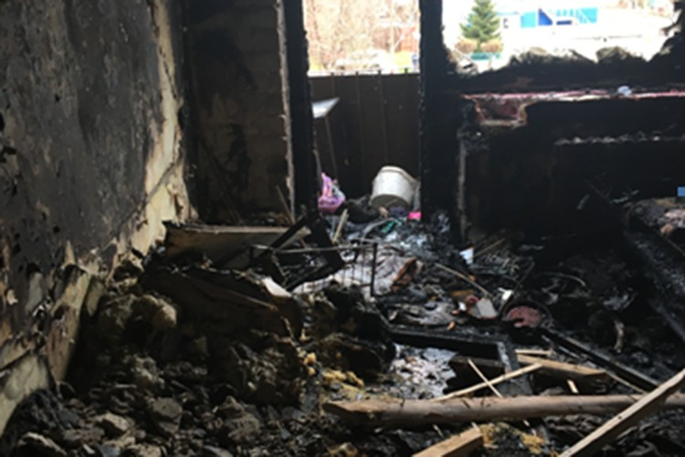 Все, что осталось от комнаты после страшного пожара.