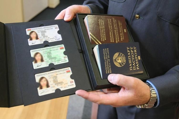 Планировалось, что биометрические паспорта и ID-карты начнут выдавать уже в этом году. Фото: БелТА