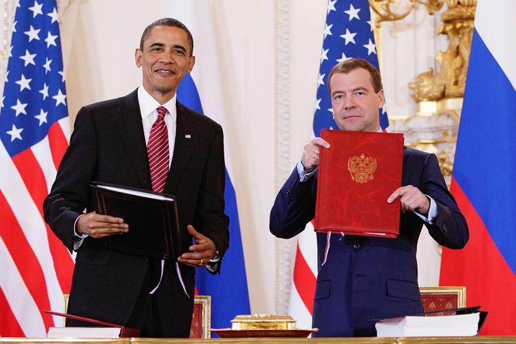 2010 год, Прага. Президент США Барак Обама и президент России Дмитрий Медведев после подписания договора по СНВ. Фото ИТАР-ТАСС/ Дмитрий Астахов