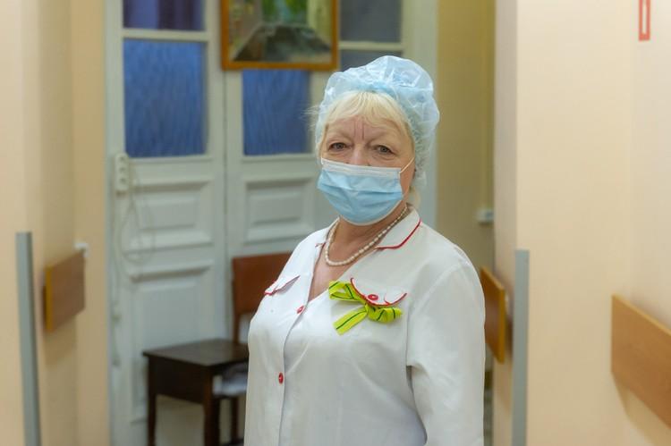 Младшая медсестра Вера Самохина ко всем найдет подход.