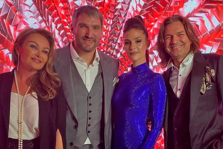 Александр и Анастасия Овечкины с Дмитрием и Еленой Маликовой в 3D зоне.