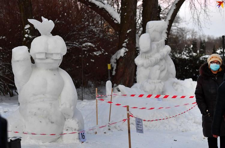 Не обошлось и без снежных фигур.