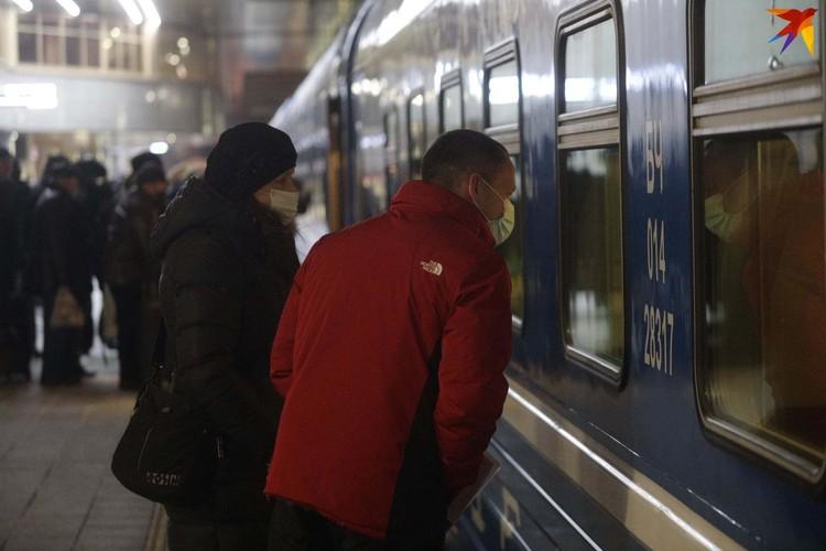 Трогательные проводы пассажиров поезда Минск- Москва, который не ходил 10 месяцев.