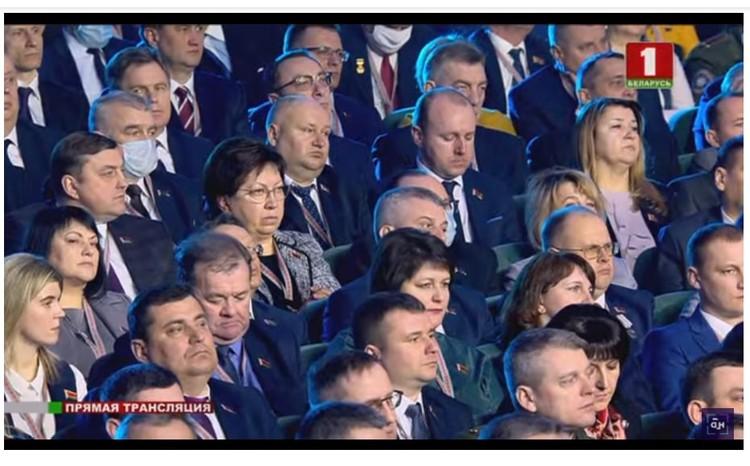 """Посмотрите, сколько делегатов и гостей ВНС в масках. Фото: скриншот видео """"Беларусь 1"""""""