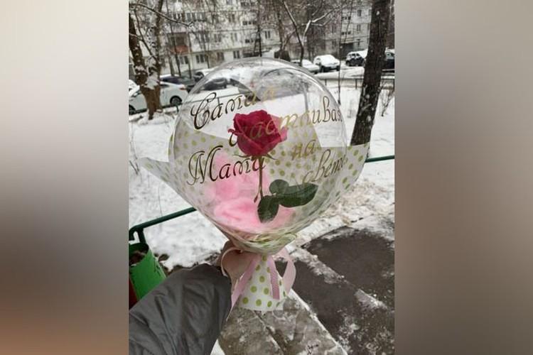 Роза в шаре не оставит равнодушной даже самую искушенную особу.