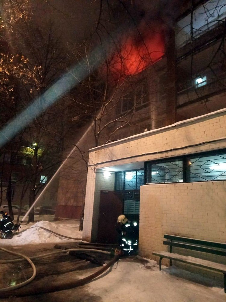 Сейчас комиссия устанавливает причины возгорания. Предварительная версия, короткое замыкание. Фото: ГУ МЧС России по Москве