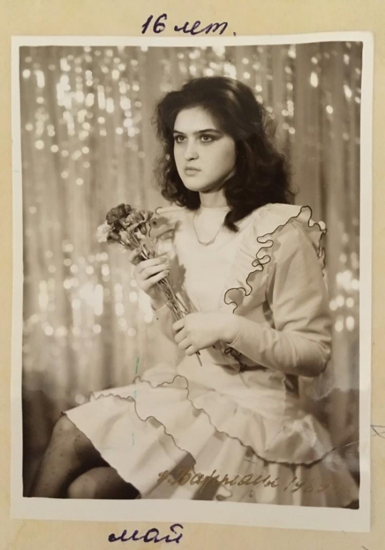 В 16 лет Ирина уже шила подругам такие платья