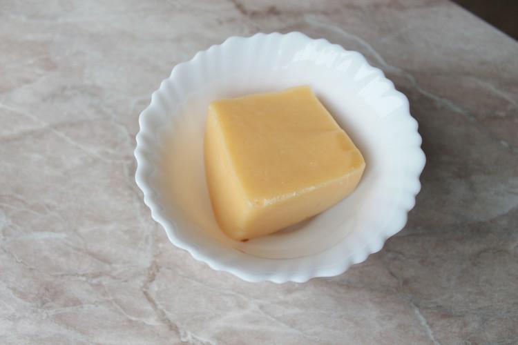 С сыром будет вкуснее.