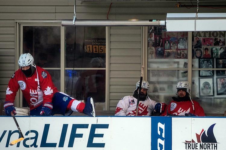 В Канаде завершился самый длинный хоккейный матч в истории
