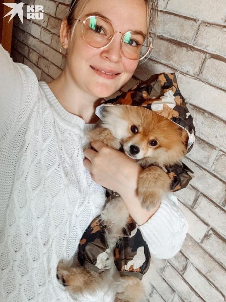 Любовь и ее питомец Рафаэль, который остался без лапы. Фото: личный архив.