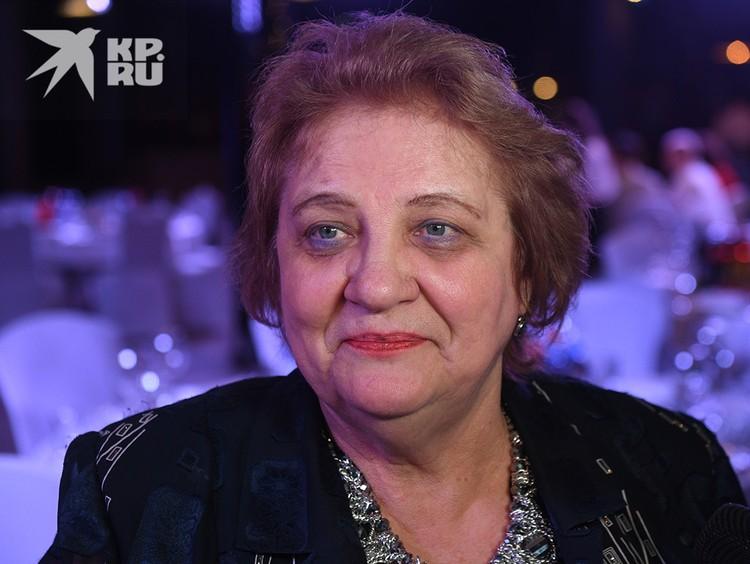 Старшая сестра артиста Валентина Пенкина приехала на вечеринку из Пензы.