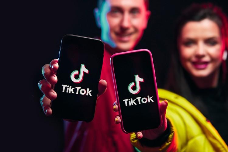 Алгоритм рекомендаций TikTok позволяет всего через 30 минут пользования сформировать ленту интересов.