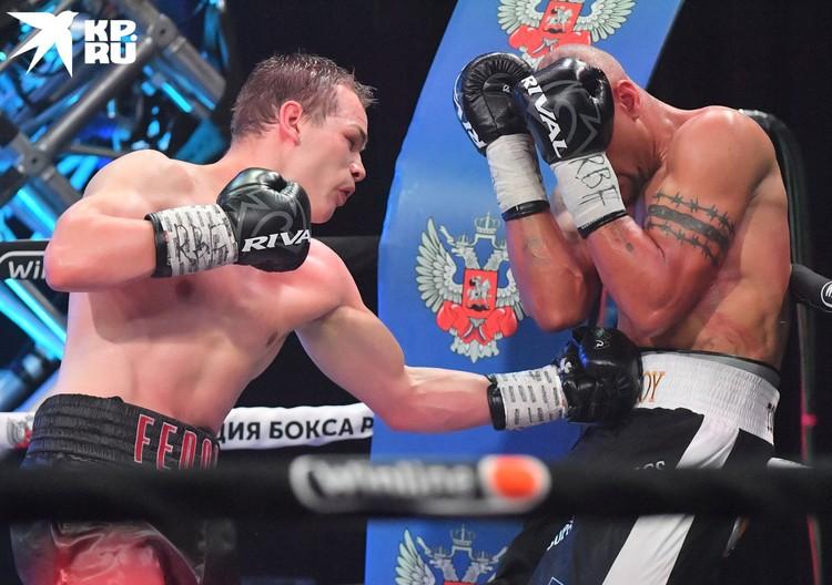 Как ни странно, но единственный бой двух профессиональных боксёров основного карда шоу не смог стать мастер-классом.