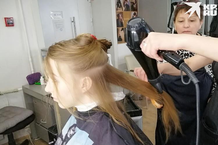 Подготовка волос такая же, как при «Голливудской волне». Фото: Анна ПАШАГИНА