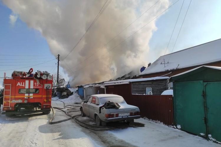 Огонь стремительно распространялся. Фото: МЧС по Новосибирской области