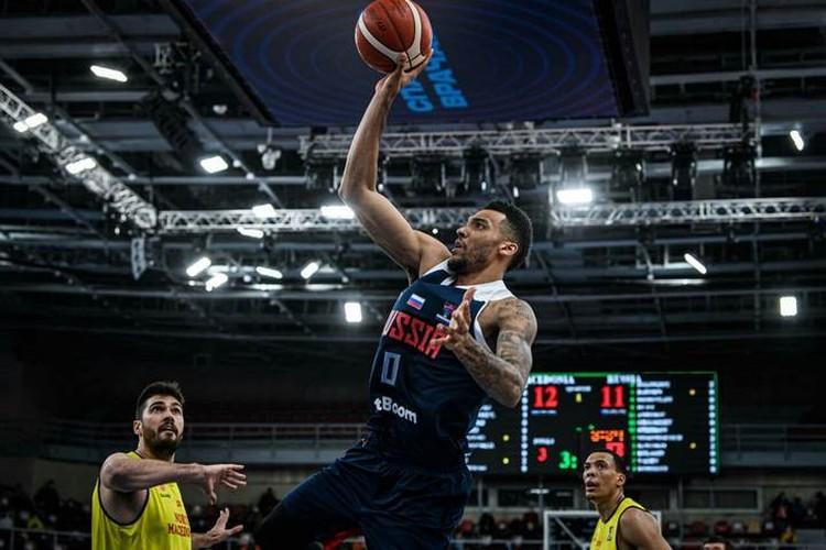 Джоэл Боломбой готовится набрать очередные очки в матче с Северной Македонией. Фото: предоставлено пресс-службой FIBA.