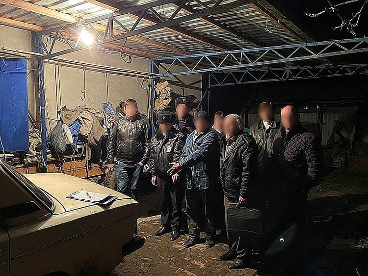 На следственном эксперименте Мишин подробно показывал, как и где убивал ребенка. Фото: СУ СК РФ по Краснодарскому краю